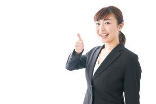 笑顔の若いビジネスウーマンの写真素材 [FYI04713445]
