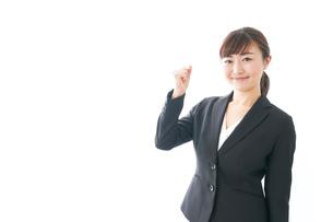 笑顔の若いビジネスウーマンの写真素材 [FYI04713458]