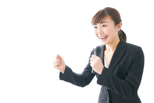 インタビュー・司会・プレゼンをするビジネスウーマンの写真素材 [FYI04713461]