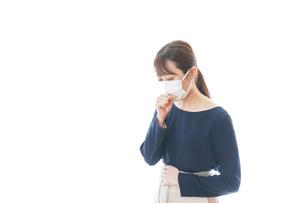 咳の症状がある若いビジネスウーマンの写真素材 [FYI04714090]