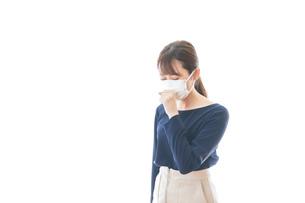 咳の症状がある若いビジネスウーマンの写真素材 [FYI04714099]