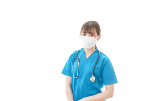 マスクを装着して診療をする若い女性医師の写真素材 [FYI04714115]