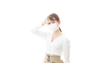 肺炎に感染した若いビジネスウーマンの写真素材 [FYI04714321]