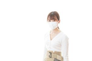肺炎に感染した若いビジネスウーマンの写真素材 [FYI04714326]