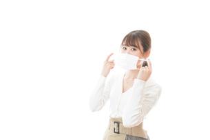 マスクをした若い女性の写真素材 [FYI04714330]