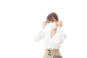 マスクをした若い女性の写真素材 [FYI04714332]