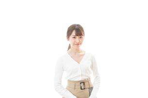 笑顔の若い女性の写真素材 [FYI04714336]