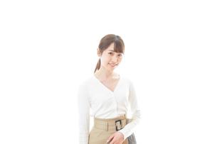 笑顔の若い女性の写真素材 [FYI04714341]