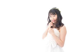ドレスを着た笑顔の花嫁の写真素材 [FYI04714703]