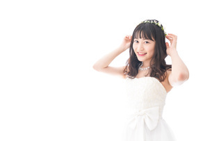 ドレスを着た笑顔の花嫁の写真素材 [FYI04714704]