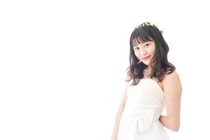 ドレスを着た笑顔の花嫁の写真素材 [FYI04714705]