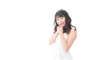 ドレスを着た笑顔の花嫁の写真素材 [FYI04714727]