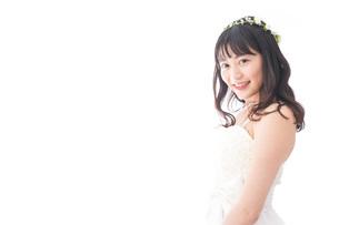 ドレスを着た笑顔の花嫁の写真素材 [FYI04714757]