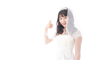 OKサインをするドレス姿の花嫁の写真素材 [FYI04714774]