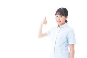 OKサインをする若い看護師の写真素材 [FYI04714835]