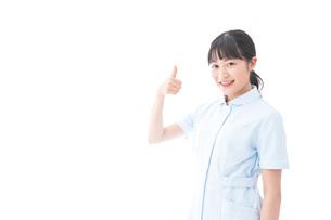 OKサインをする若い看護師の写真素材 [FYI04714845]