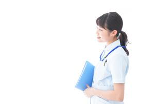 笑顔の若い看護師の写真素材 [FYI04714865]