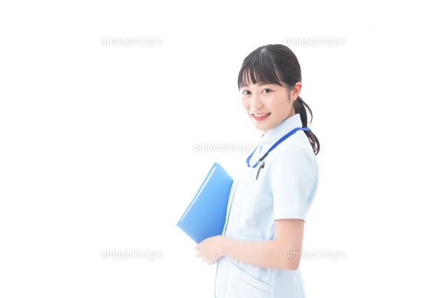 笑顔の若い看護師の写真素材 [FYI04714866]