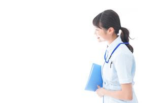 笑顔の若い看護師の写真素材 [FYI04714867]