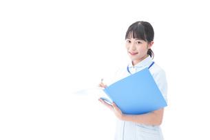 笑顔の若い看護師の写真素材 [FYI04714870]