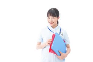 笑顔の若い看護師の写真素材 [FYI04714873]