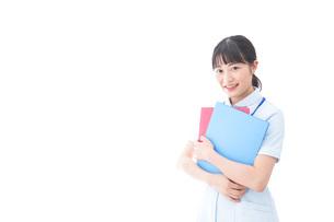 笑顔の若い看護師の写真素材 [FYI04714876]