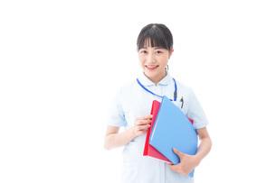 笑顔の若い看護師の写真素材 [FYI04714881]