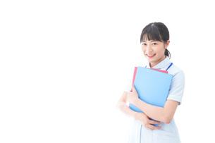 笑顔の若い看護師の写真素材 [FYI04714884]