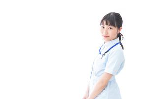 笑顔の若い看護師の写真素材 [FYI04714890]