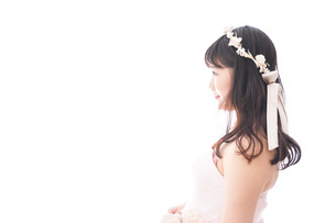 ドレスを着た若い花嫁の写真素材 [FYI04714958]