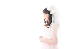 ドレスを着た若い花嫁の写真素材 [FYI04714970]