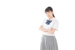 制服姿の女子学生ポートレートの写真素材 [FYI04715261]