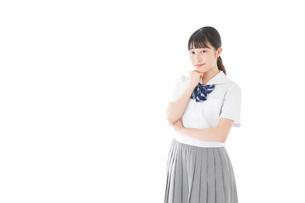 制服姿の女子学生ポートレートの写真素材 [FYI04715266]