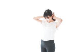 サングラスをかけた女性・リゾートイメージの写真素材 [FYI04715333]