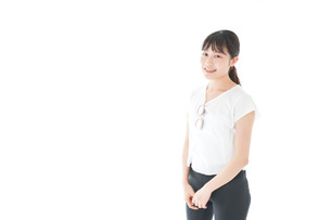 サングラスをかけた女性・リゾートイメージの写真素材 [FYI04715342]
