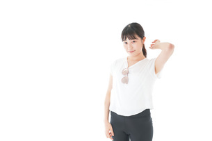 サングラスをかけた女性・リゾートイメージの写真素材 [FYI04715347]