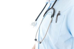 ナース服を着た若い女性看護師の写真素材 [FYI04715718]