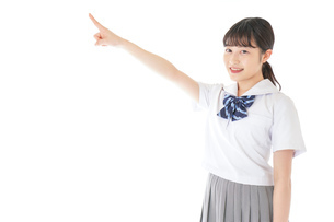 上を指差す制服を着た女子学生の写真素材 [FYI04715789]