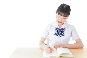 授業を受ける若い女子学生の写真素材 [FYI04715838]