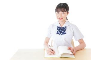 授業を受ける若い女子学生の写真素材 [FYI04715849]