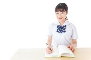 授業を受ける若い女子学生の写真素材 [FYI04715850]