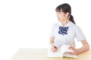 授業を受ける若い女子学生の写真素材 [FYI04715857]