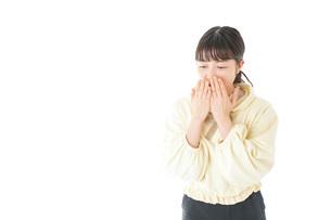 喉の痛みに苦しむ若い女性の写真素材 [FYI04716140]