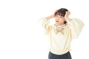 頭痛に苦しむ若い女性の写真素材 [FYI04716146]