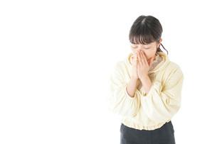 喉の痛みに苦しむ若い女性の写真素材 [FYI04716154]