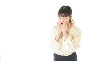 喉の痛みに苦しむ若い女性の写真素材 [FYI04716159]