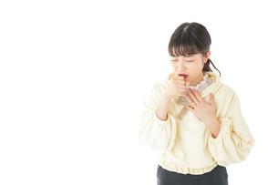 喉の痛みに苦しむ若い女性の写真素材 [FYI04716165]
