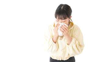 花粉症・アレルギーで苦しむ若い女性の写真素材 [FYI04716168]