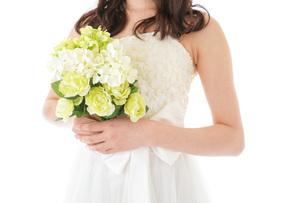 ブーケを持つ花嫁の写真素材 [FYI04716254]