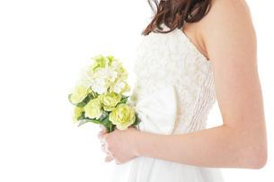 ブーケを持つ花嫁の写真素材 [FYI04716256]